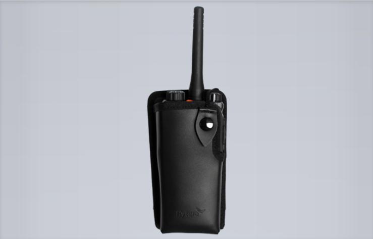 Kožené pouzdro z měkké kůže M27050 pro rdigitální radiostanice Hytera řady PD7xx a TETRA radiostanice PT580H PLUS s poutkem na opasek.