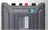Akumulátor Li-ion 14,8 V / 10 Ah  pro digitální převaděč Hytera RD965 detail tlačítko stavu nabití