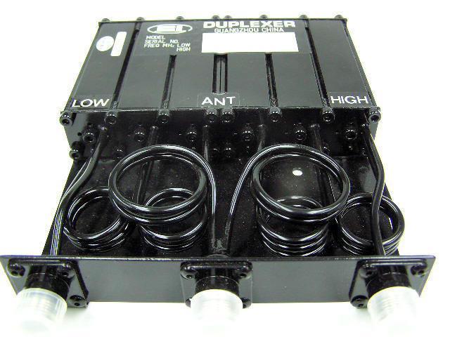 Dutinový VHF duplexer DT01 pro převaděče Hytera. Kvalitní duplexer pro vzájemné oddělení přijímací a vysílací cesty a jejich sdružení do jedné antény