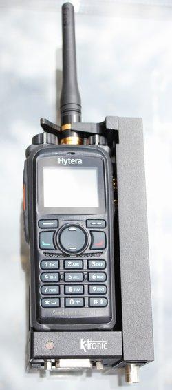 KTC-715 Aktivní vozidlový adaptér KTC-715 pro přenosné radiostanice Hytera